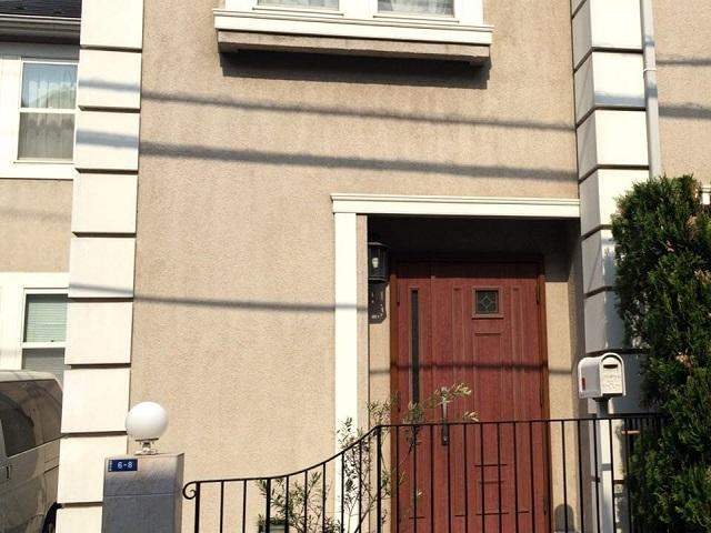 赤いドアの家